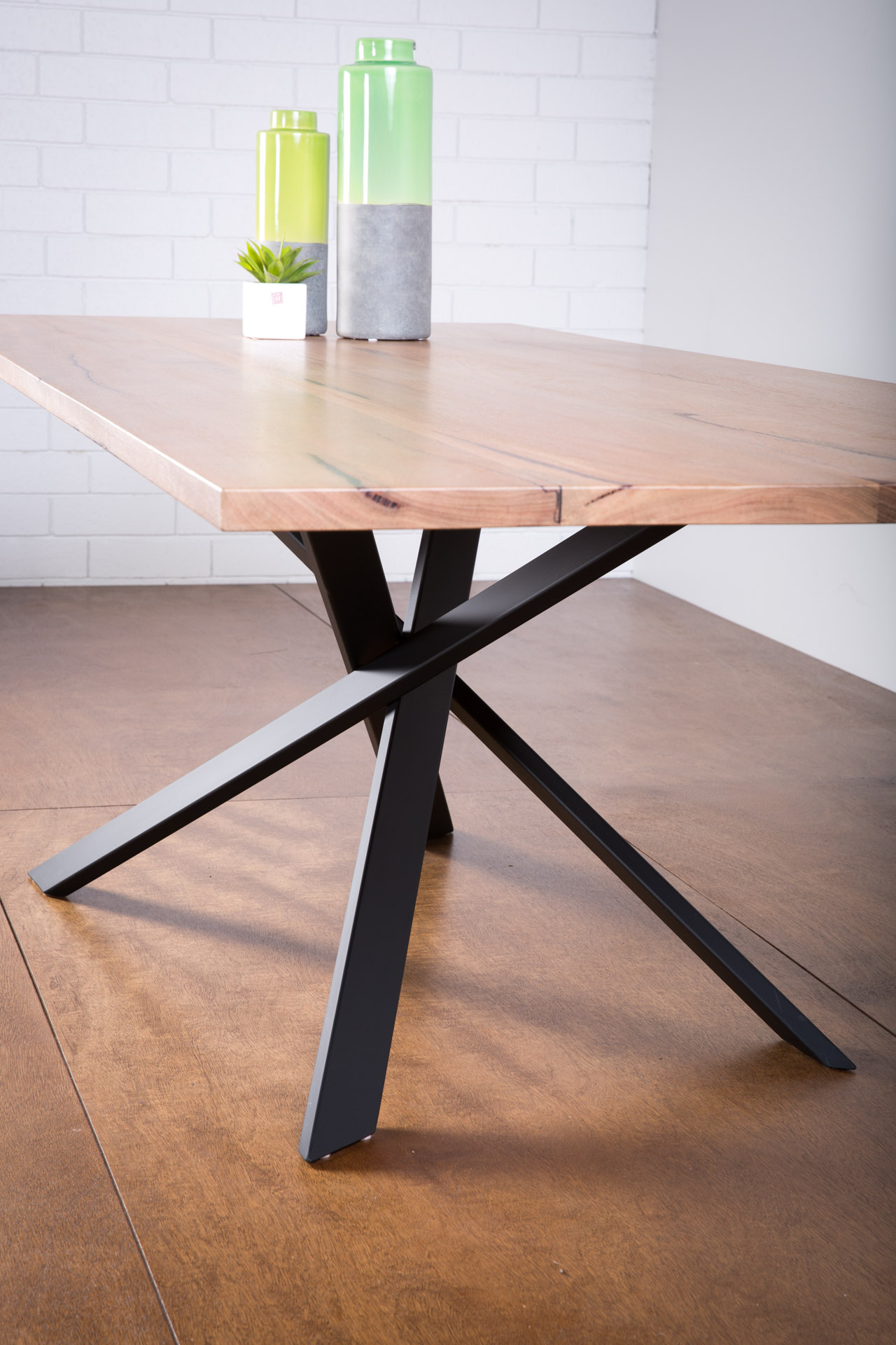 Lecco Table