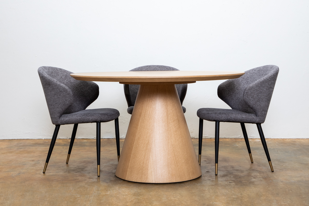 Tavamo Dining table